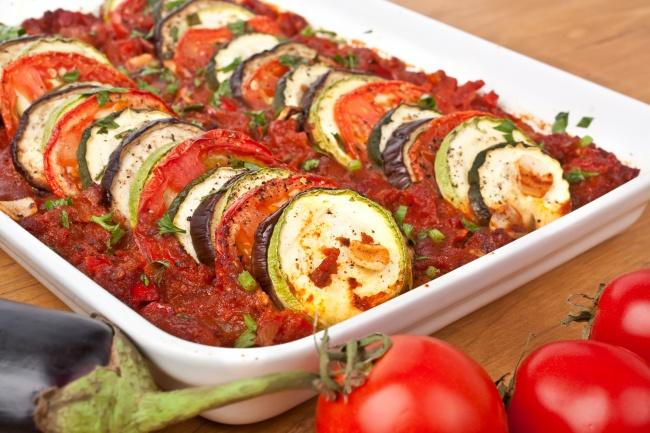 Печеные овощи втоматном соусе