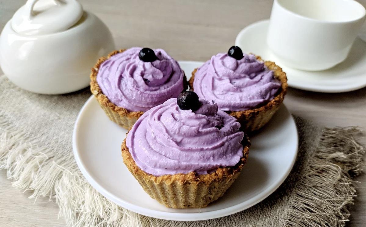 Овсяные корзиночки с творожным кремом: полезный десерт без сахара