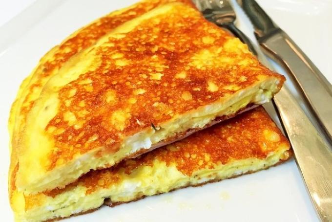 omlet-s-syrnoj-korochkoj