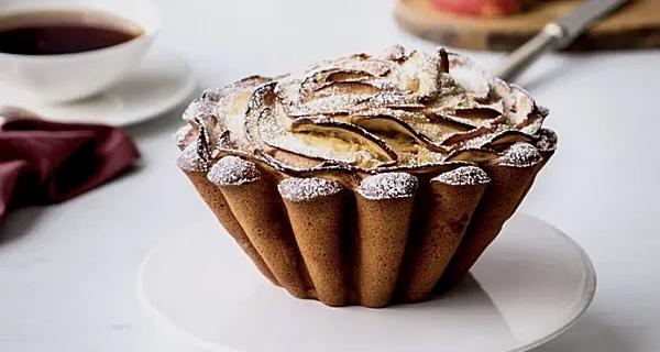 Перечитал кучу итальянских рецептов фруктовых пирогов с маскарпоне и сочинил симпатичный яблочный торт