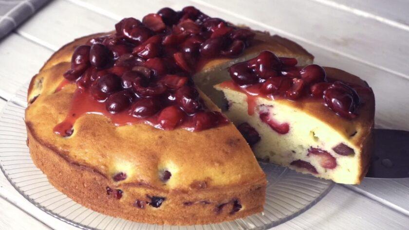 Творожный вишневый пирог. Очень вкусно и просто.