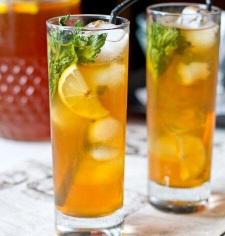 Ледяной чай с имбирем, лимоном и мятой