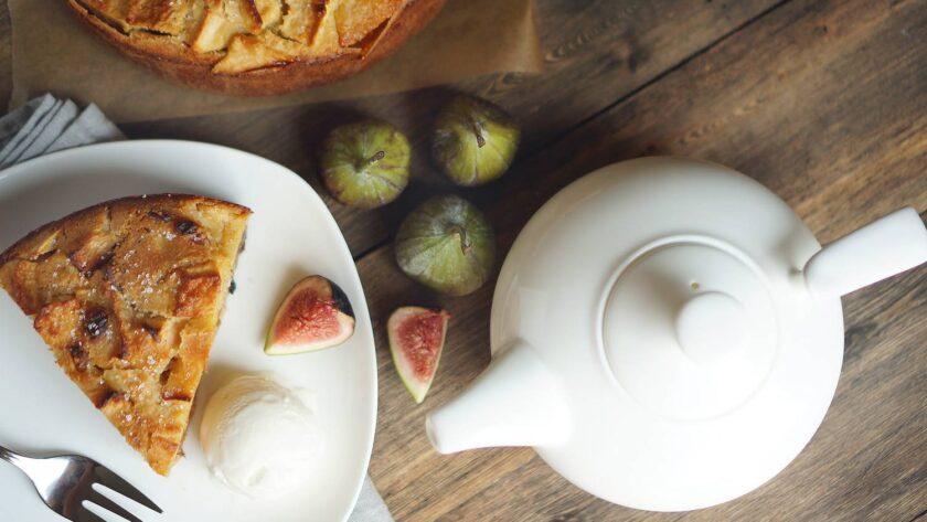 Болонский пирог Джейми Оливера с полентой и яблоками