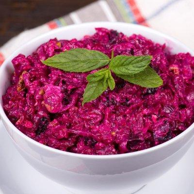 Салат из свеклы – просто пальчики оближешь: съедят за минуту