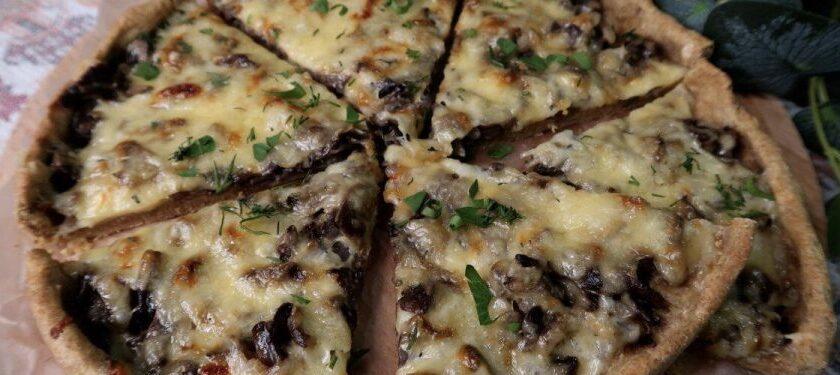 Быстрый пирог с грибами на тонком тесте